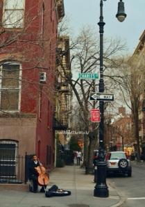 Suonatore di violoncello a Greenwich Village