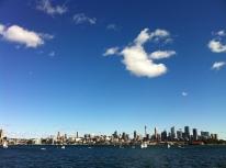 Lo skyline di Sydney visto dal traghetto.