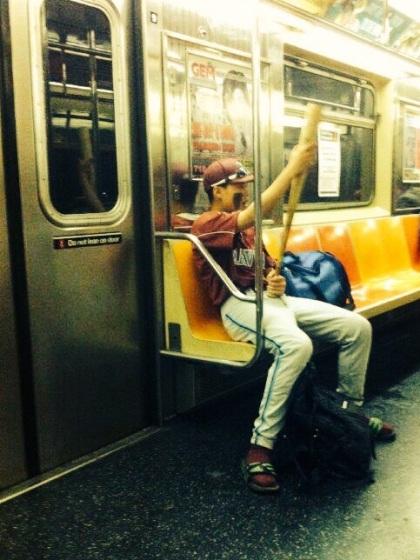 Ragazzo sulla metro di New York     JustReadTheWorld©