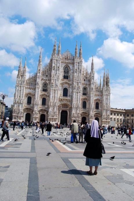 In contemplazione del Duomo, Milano   JustReadTheWorld©
