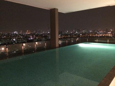 La piscina rooftop del nostro appartamento a Bangkok