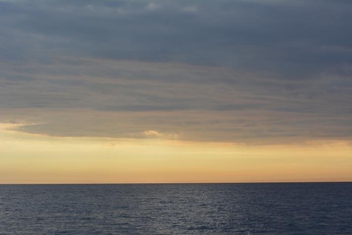 Il tramonto al largo delle Cinque Terre